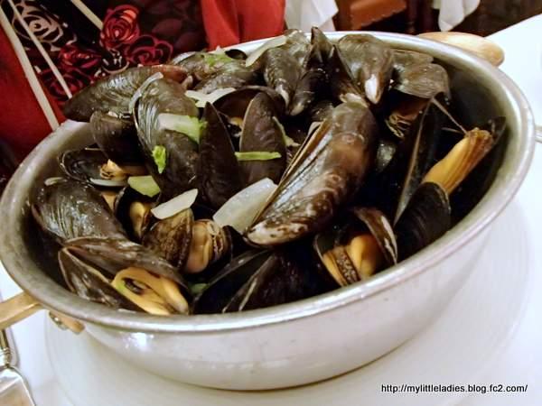 Aux Armes de Bruxelles(オー・ザルム・ド・ブリュッセル) ムール貝の白ワイン蒸し