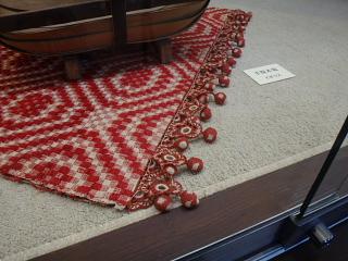 ギリシア赤白浮織布