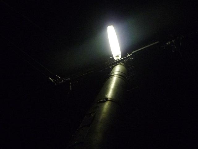 フリー画像電信柱と街燈