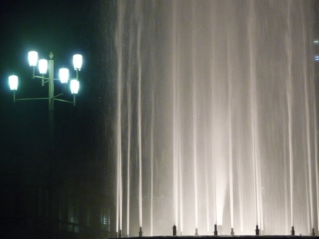 フリー画像レースのカーテンと街燈