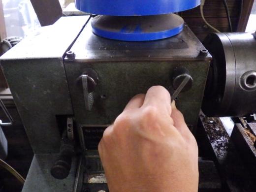 旋盤にクランクをセット (3)