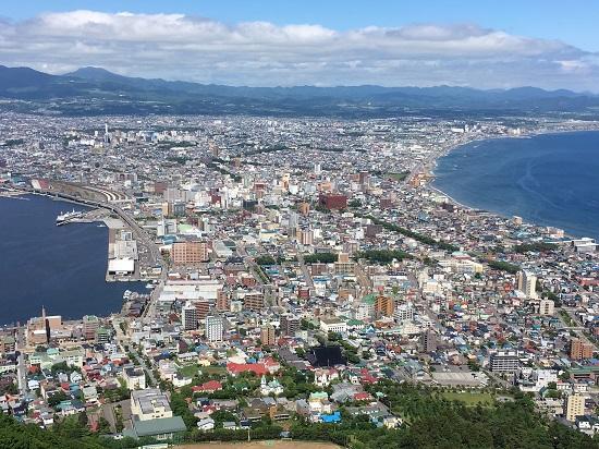 函館山でクレミアソフトクリーム。。先輩の悲惨な運命。。1