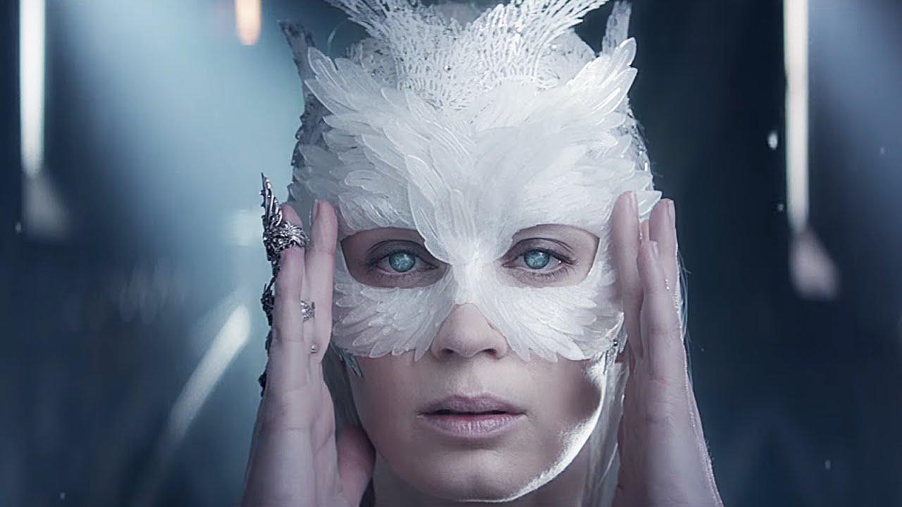 スノー ホワイト 氷 の 王国 あらすじ