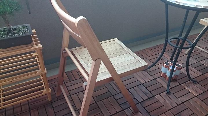 旧椅子ベランダにてアップ