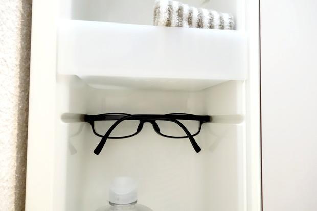 洗面所・洗面台鏡裏・左側・眼鏡②