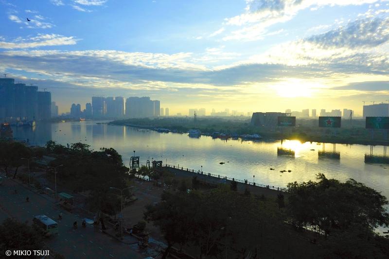 <strong>絶景探しの旅</strong> - 0724 朝の光に包まれるサイゴン川 (ベトナム ホーチミン・シティ)