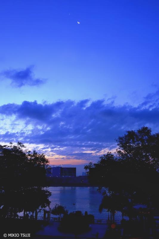 <strong>絶景探しの旅</strong> - 0725 夜明けのグラデーション (ベトナム ホーチミン・シティ)