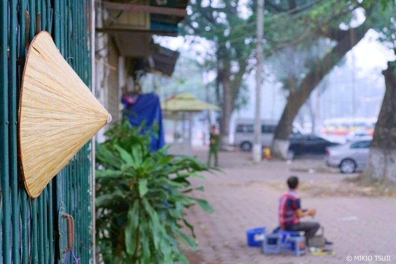 絶景探しの旅 - 0731 傘(ノンラー)と朝の歩道 (ベトナム ハノイ)