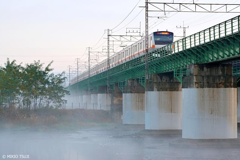 絶景探しの旅 - 0732 朝霧の多摩川を渡る中央線 (東京都 日野市)