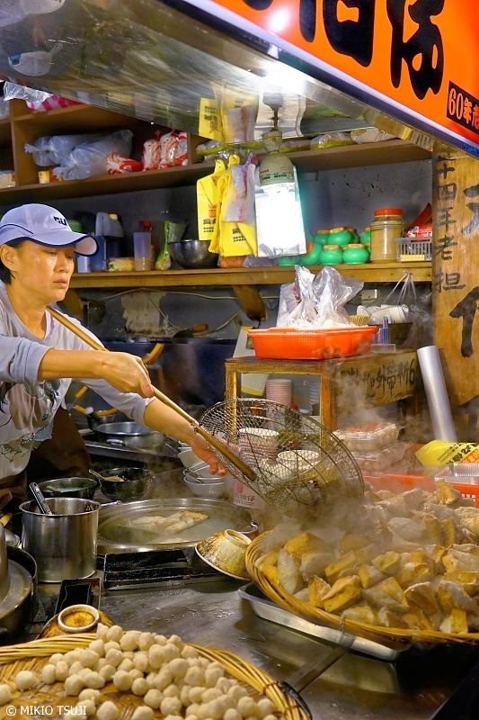絶景探しの旅 - 0740 湯気立つ魚丸伯仔の店頭 (九份/台湾 新北市)