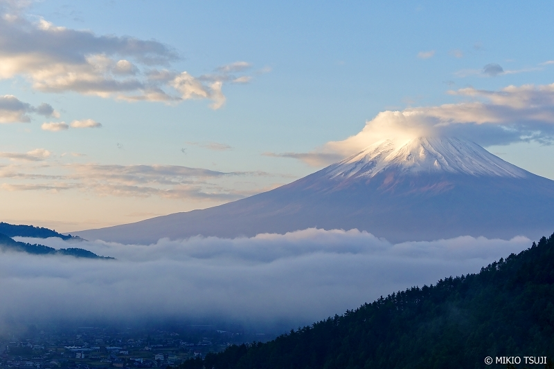 絶景探しの旅 - 0745 朝の冠雪の富士山を望む (山梨県 富士河口湖町)