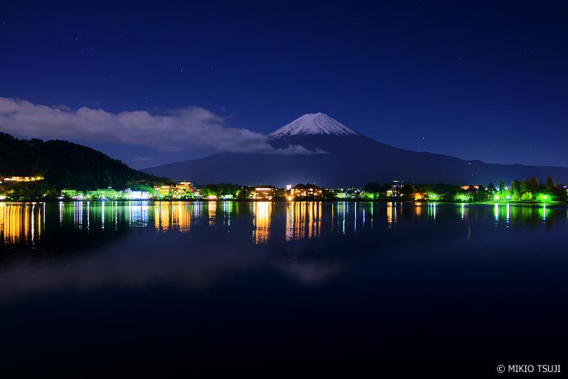 絶景探しの旅 - 0754 月明かりの河口湖畔 (山梨県 富士河口湖町)