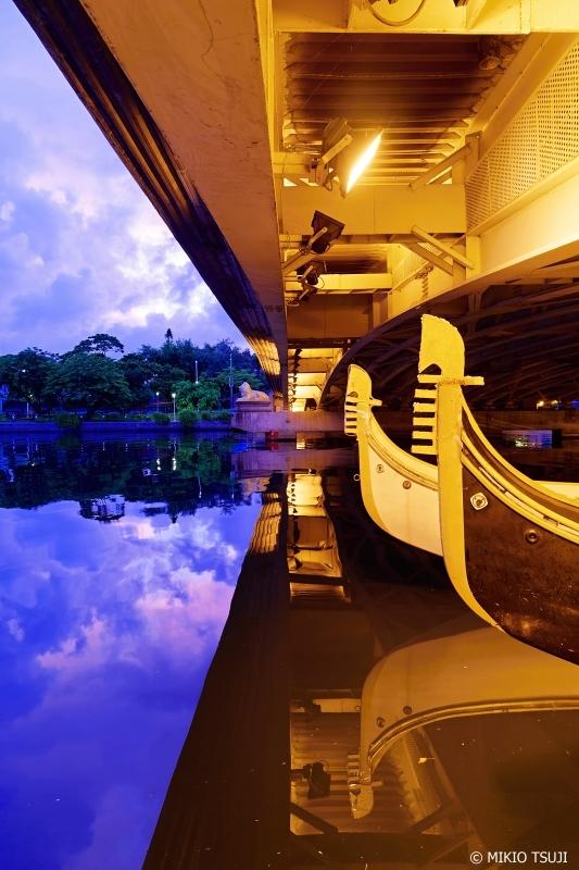 絶景探しの旅 − 0759 水鏡に映る青い朝 (台湾 高雄市)